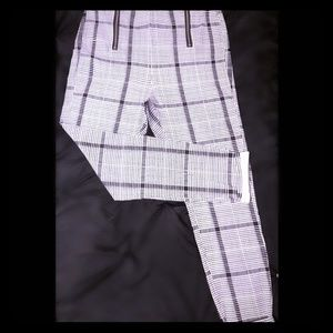 """""""Almost Famous"""" Zipper front Plaid Crop pant"""